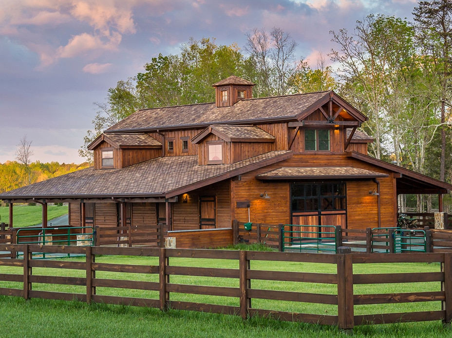 Burlington Horse Barn With Living Quarters